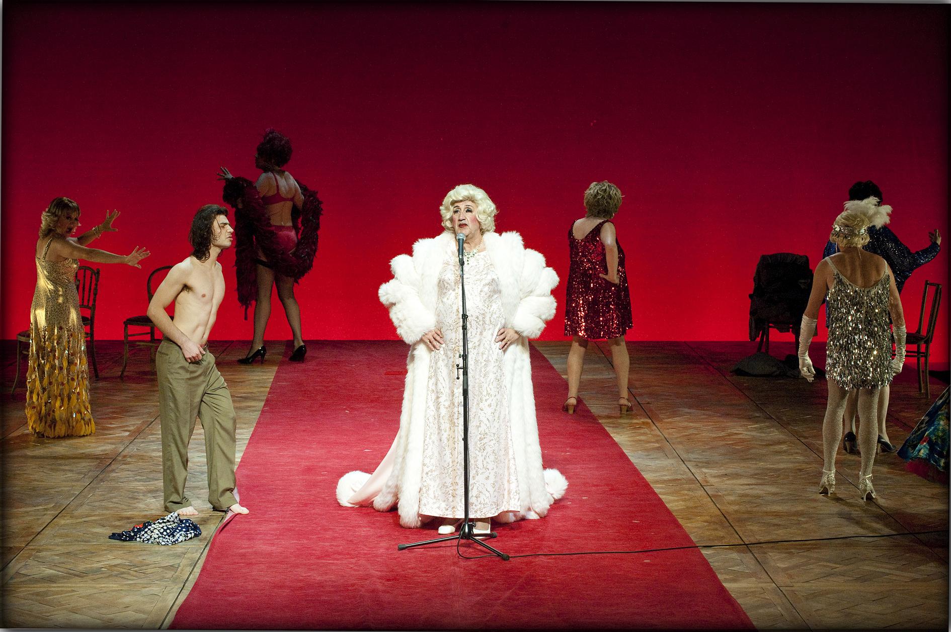 """Performer Richard 'Tootsie' Dierick in """"Gardenia""""   Photo by Luk Monsaert"""