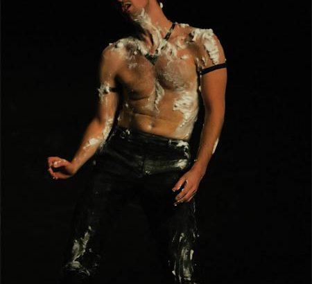 """Batterie"" (2007) Pau, Théâtre Saragosse, Yokohama | Photo by Richard Wampach"