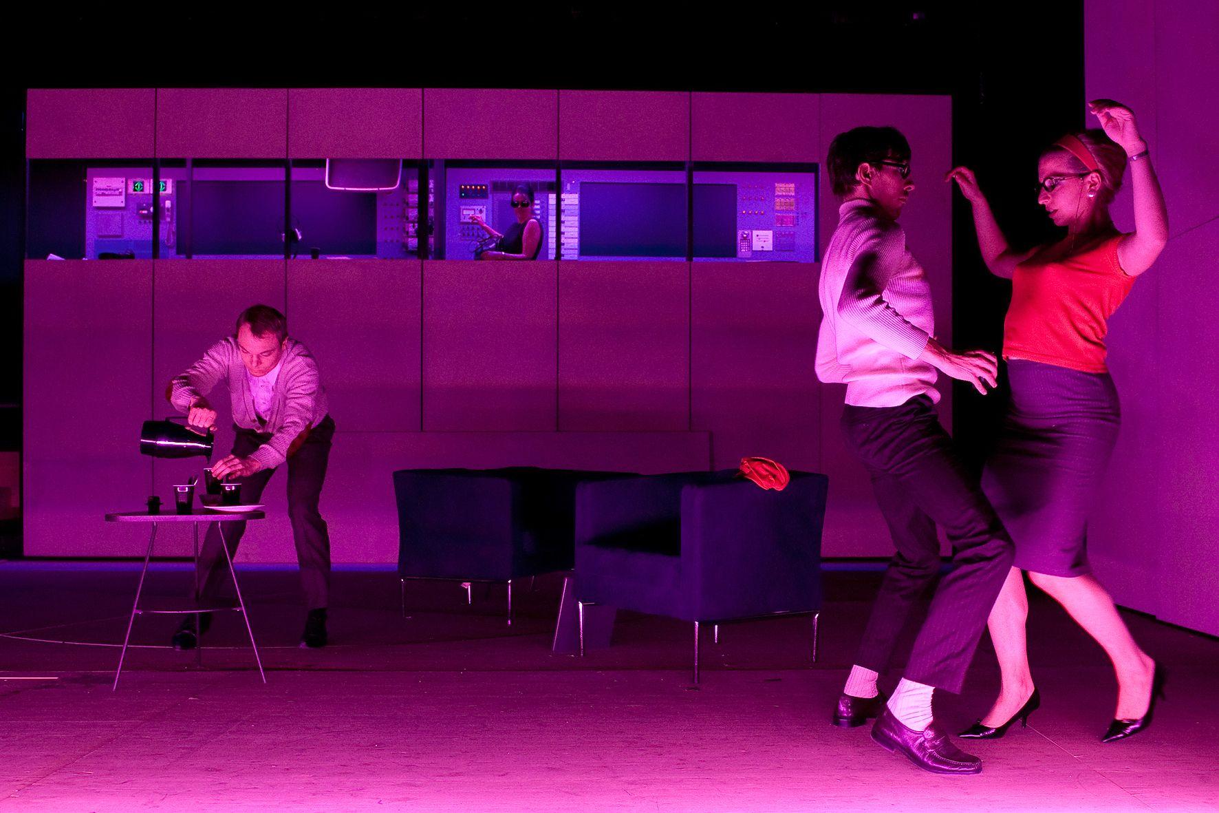 """""""Worst Case"""" by Kathrin Röggla""""   Photo courtesy of Schauspielhaus Wien"""